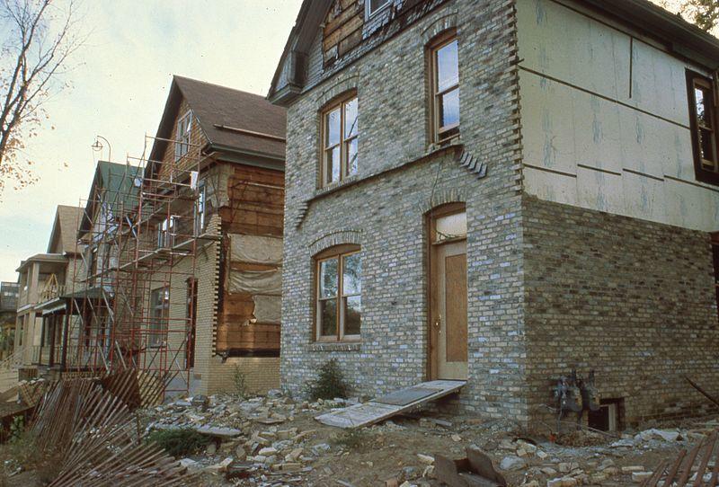 https://commons.wikimedia.org/wiki/File:Residential_construction_(20721040201).jpg